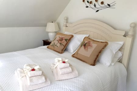 Private Entrance - Cozy Suite - Walk to Town - Montpelier - House