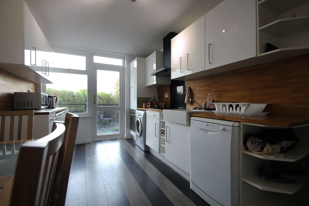 Fully equipped kitchen with access to garden