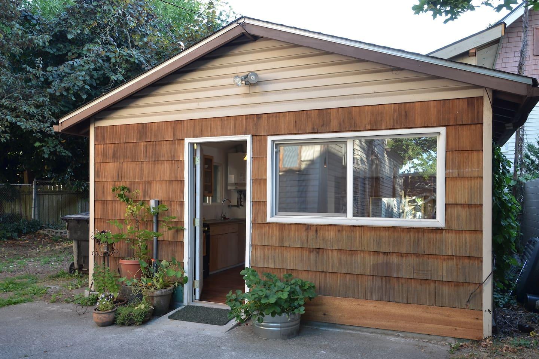 backyard studio quiet neighborhood houses for rent in seattle