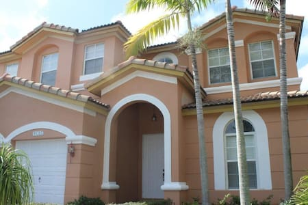 Bed & Breakfast at Doral 3 Beds C