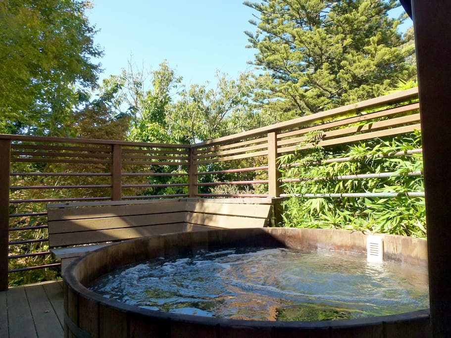 Cedar wood hot tub ... private relaxation with views (sadly, temporarily out of order)