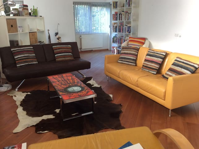 Bright room, green park, arty flat! - Amsterdam Zuid-Oost - Appartement