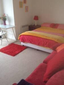 Big upstairs bedroom with balcony - Footscray
