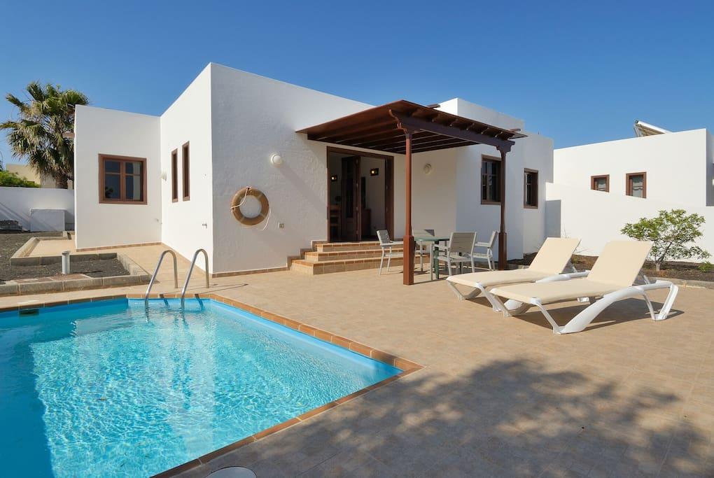 Villas los claveles piscina privada villas en alquiler for Alquiler de casas con piscina privada que admiten perros