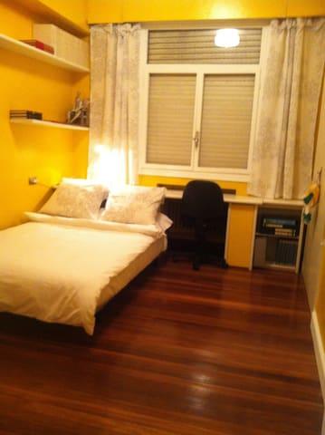 room yellow