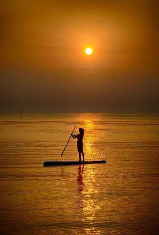 HUT SUN Bungalows  . paradise...on a budget