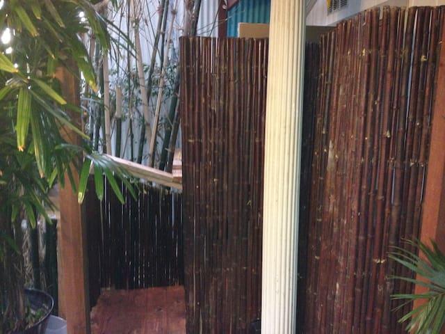 HiddenCabin fullbath outdoor shower/walk to it all
