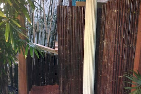HiddenCabin fullbath outdoor shower/walk to it all - San Diego