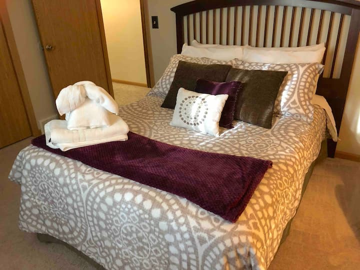 West Omaha Private Room - Double Bed
