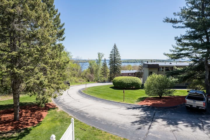 Weirs Beach/ Lake Winnipesaukee Condo with a View!