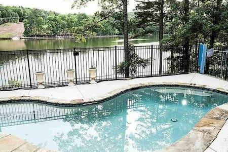 Lake Wedowee Paradise, Lake front & Private pool!
