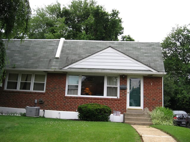 Claymont 2Bdr near rail and highway - Claymont - Casa