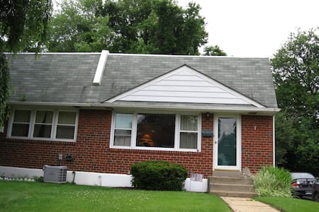 Claymont 2Bdr near rail and highway - Claymont - Huis