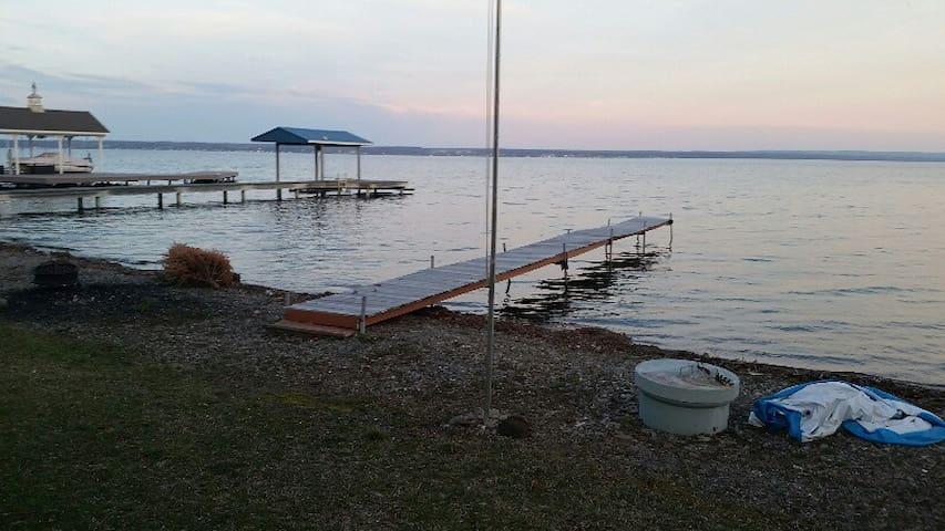 Emery Rise on Seneca Lake- Waterfront Escape - Geneva - Huis