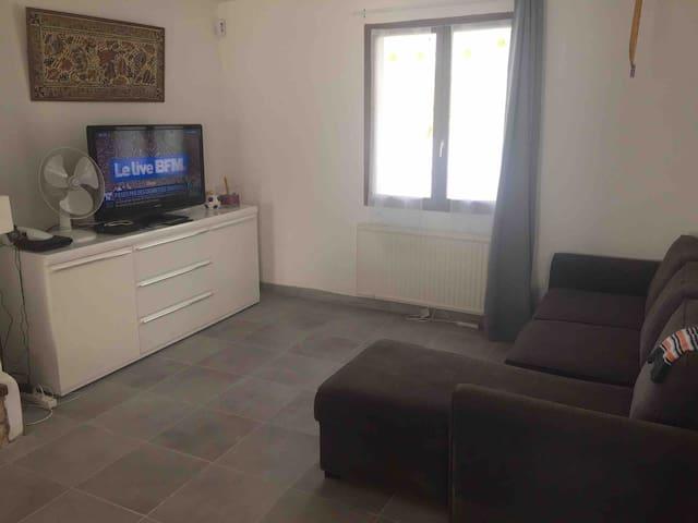 Chambre calme dans maison familiale