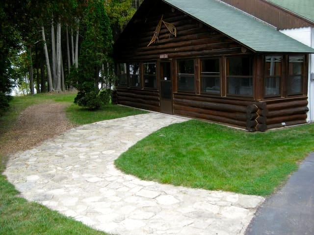 Lake House, Voyagers room #7 - Saint Ignace - Houten huisje