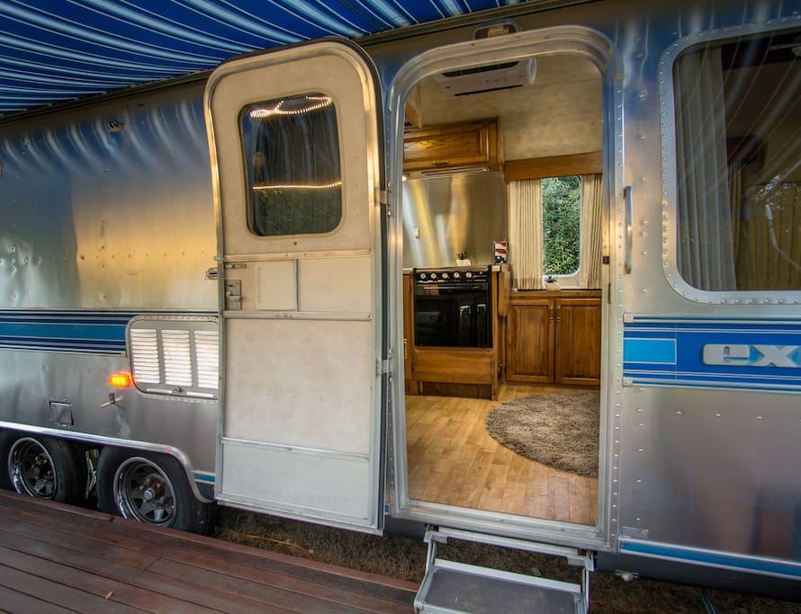 Peek inside to the kitchen/lounge area :-)