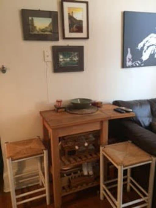 Breakfast bar & stools