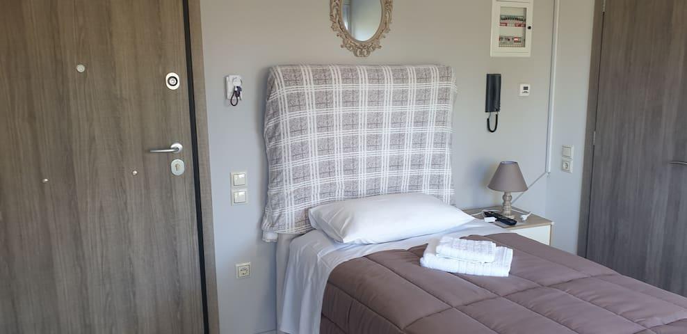 (Α3) SMALL APARTMENT SINGLE BED  HOSPITAL RIO