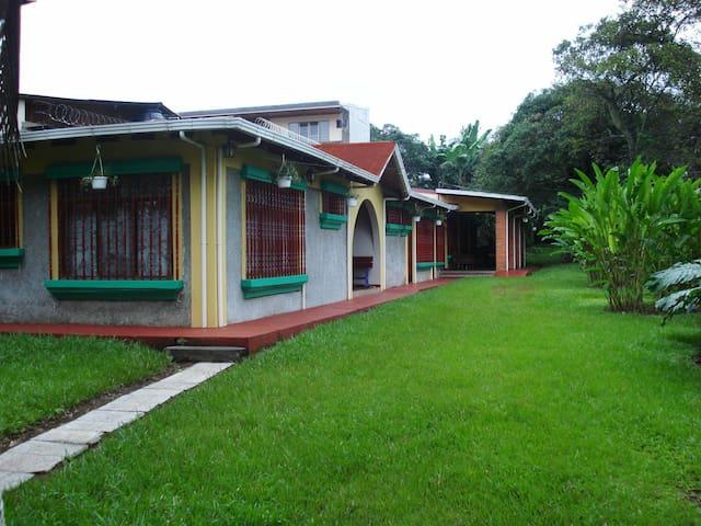 Apartamentos y dormitorios en Alajuela Centro