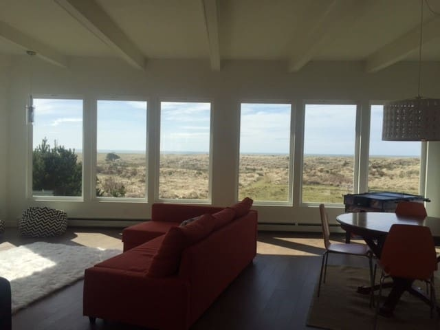 Featured on HGTV's Beach Hunters- 3 bd MidCentury - Gearhart