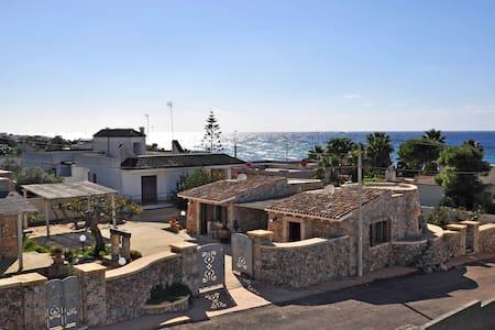 Apulia Tipical Trullo front sea - near the beach - Capilungo