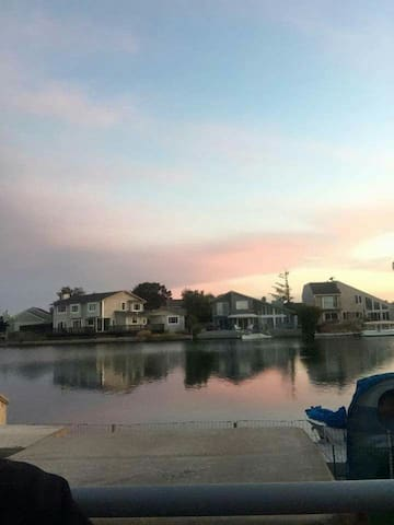 Private entry lagoon room! (East) - Foster City - Casa