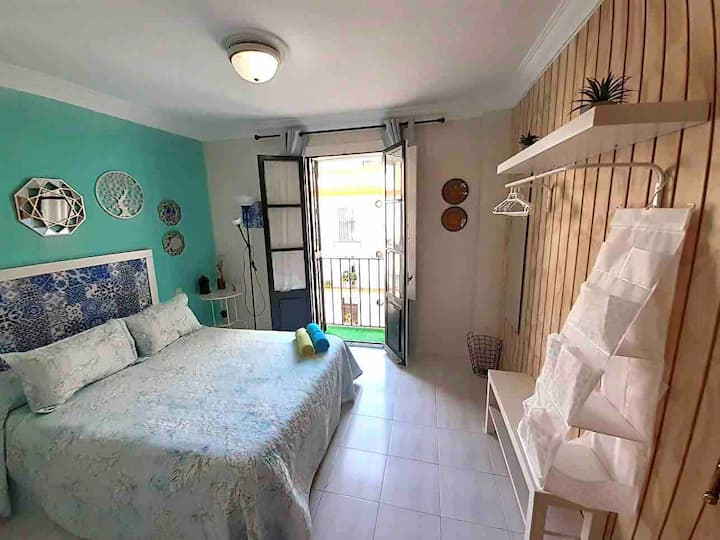 C.Excellent budget room. Air cond. Balcony