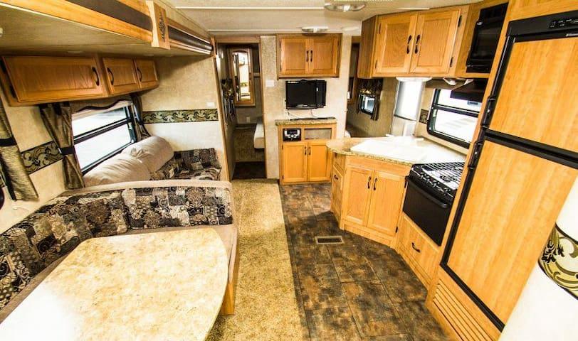 350+ square foot RV - Albany - Autocaravana