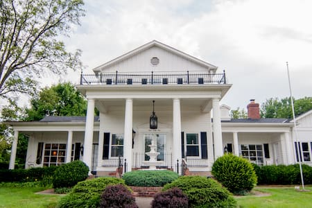 Southern Colonial on Airport Road - Erlanger - Dom