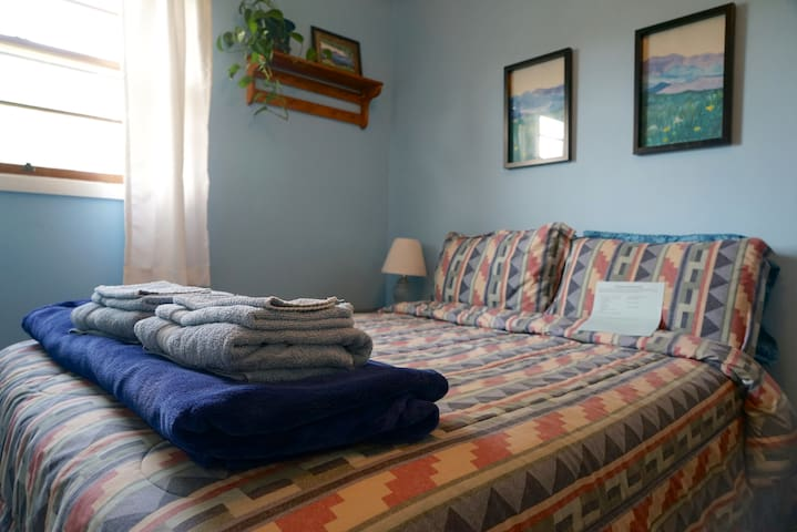 Room with full bed-walk to downtown - Charlottesville - Bed & Breakfast