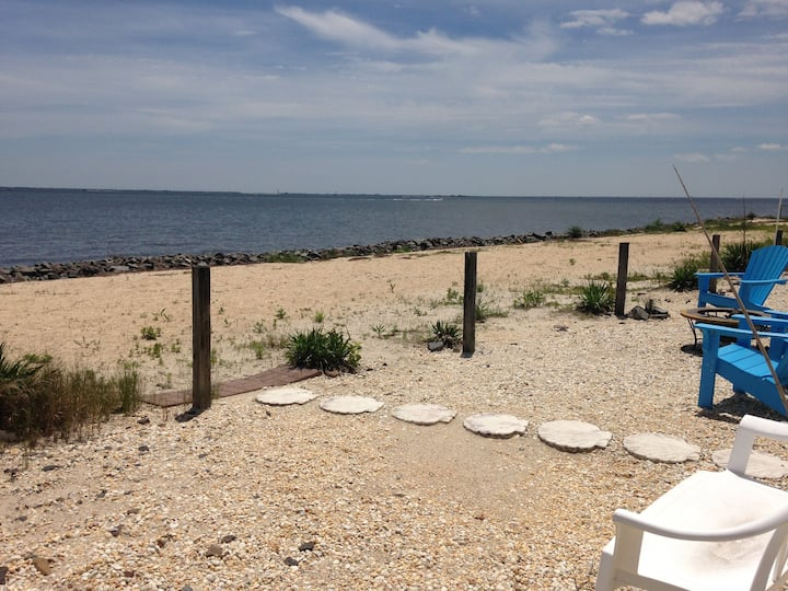 Romantic Barnegat Bayfront Cottage