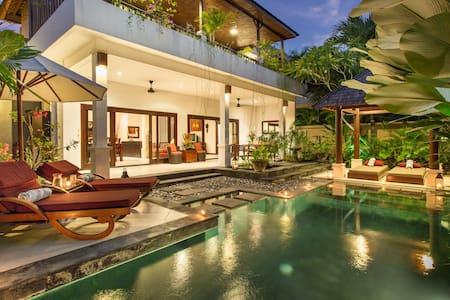 2BR Villa 5 min walk Seminyak Beach - Bali  - Vila