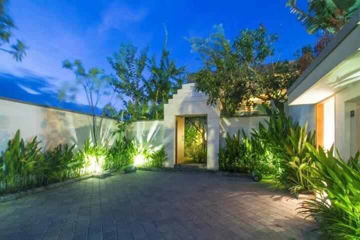 New Villa, 4bd, 500m beach, Berawa - Berawa - House