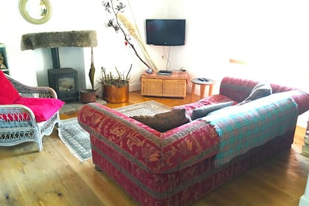 Cowie, Cottage by the Sea, Dogs welcome