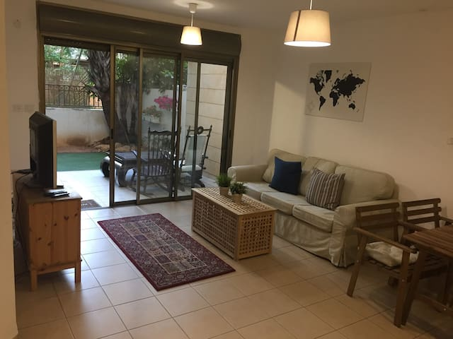 Gorgeous Apartment Fully Furnished with a Garden!! - Ra'anana - Byt
