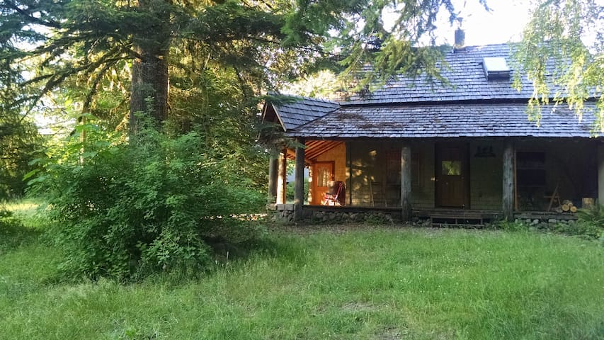 Mt Hood, 2+ bdrm cabin w/kitchen & private bath