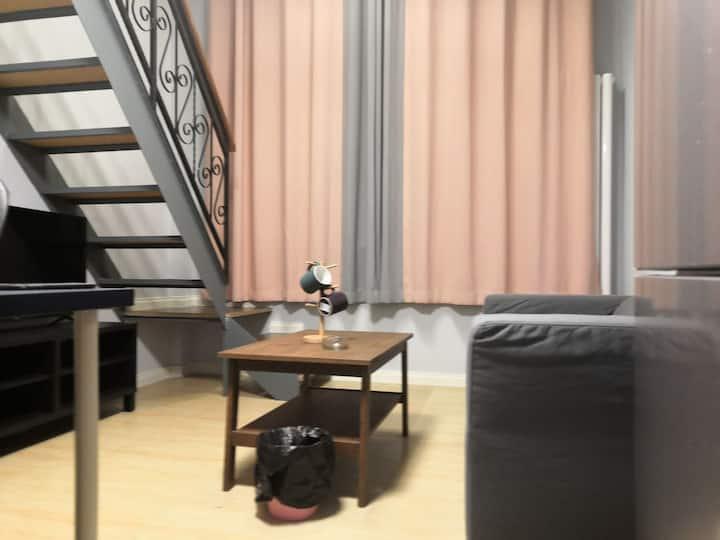 丁香公寓303:火车站、万象汇、美食街中间,loft(复试),宜家家具,乳胶弹簧大床房整租