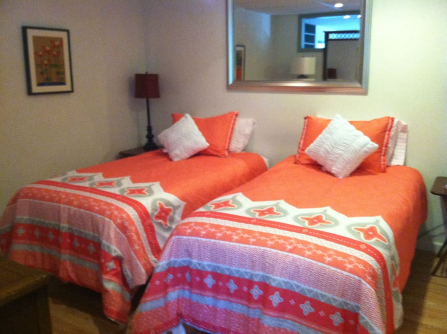 Same bedroom with twin beds.