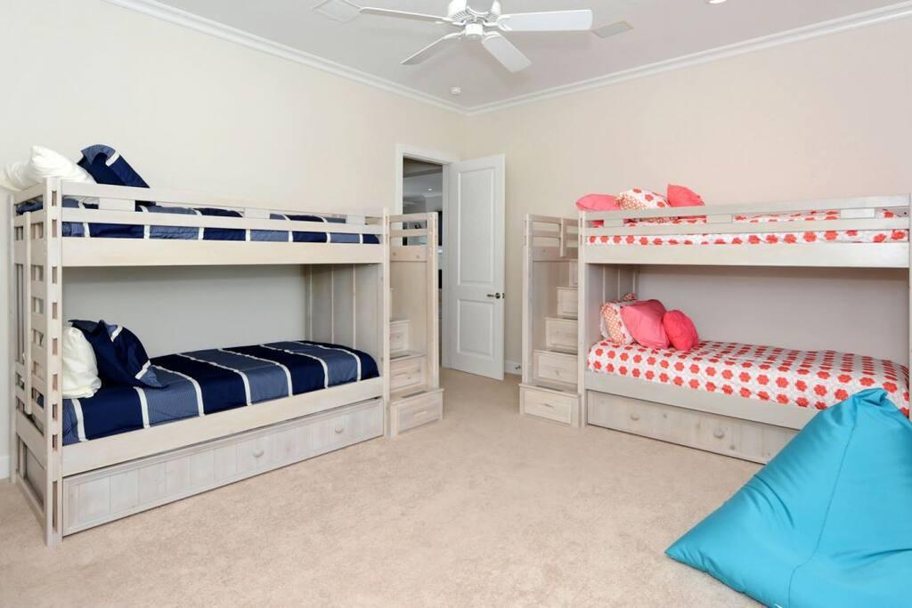Huge Bunkhouse room that sleeps 6
