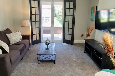 Private 3 bdrm Apt. Spacious, Clean and Convenient