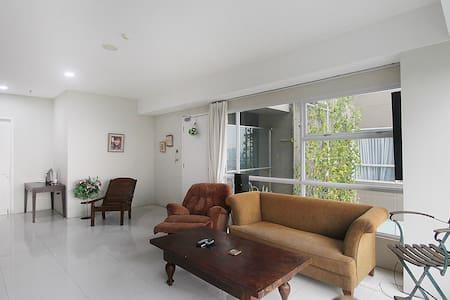 3 Bedroom Apartment near Gandaria City Mall - Lejlighed