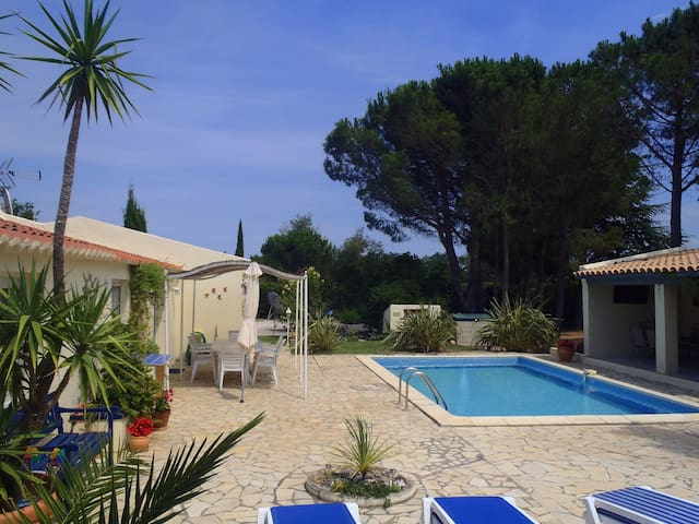 Wonderful peaceful private villa with heated pool - Fourques - Talo