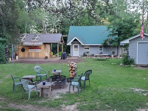 4 Rivers Retreat/Pet friendly/On snowmobile trails