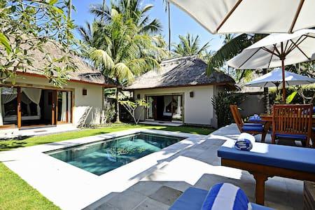 Villa Sasoon .. a Luxury 2 Bedrooms villas & pool - Manggis