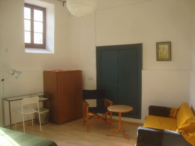 HOLIDAY room 4 in old Nicosia - ニコシア - 一軒家