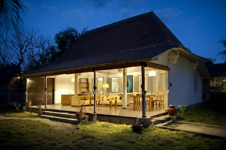 Gili Eco 4, 2 Bedroom Beach Front Villa
