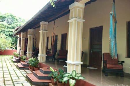 Paradise Guest House  Anjuna - Rumah Tamu