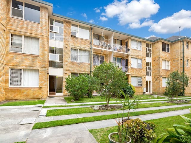 Beautiful Apartment - Central Loc - Strathfield - Huoneisto