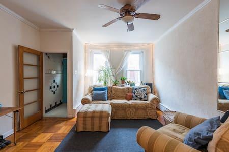 Cozy Room in Artist's Home - Sorház
